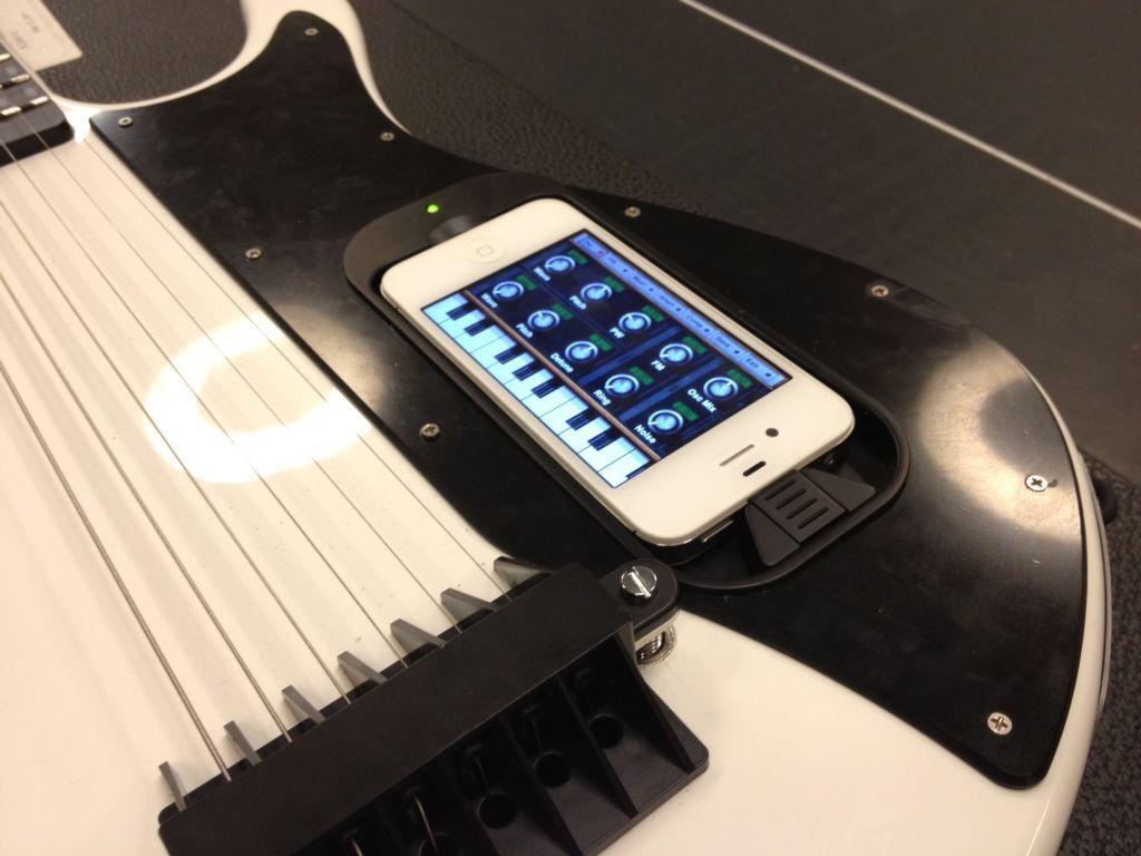 gTar научит владельцев iPhone играть на гитаре