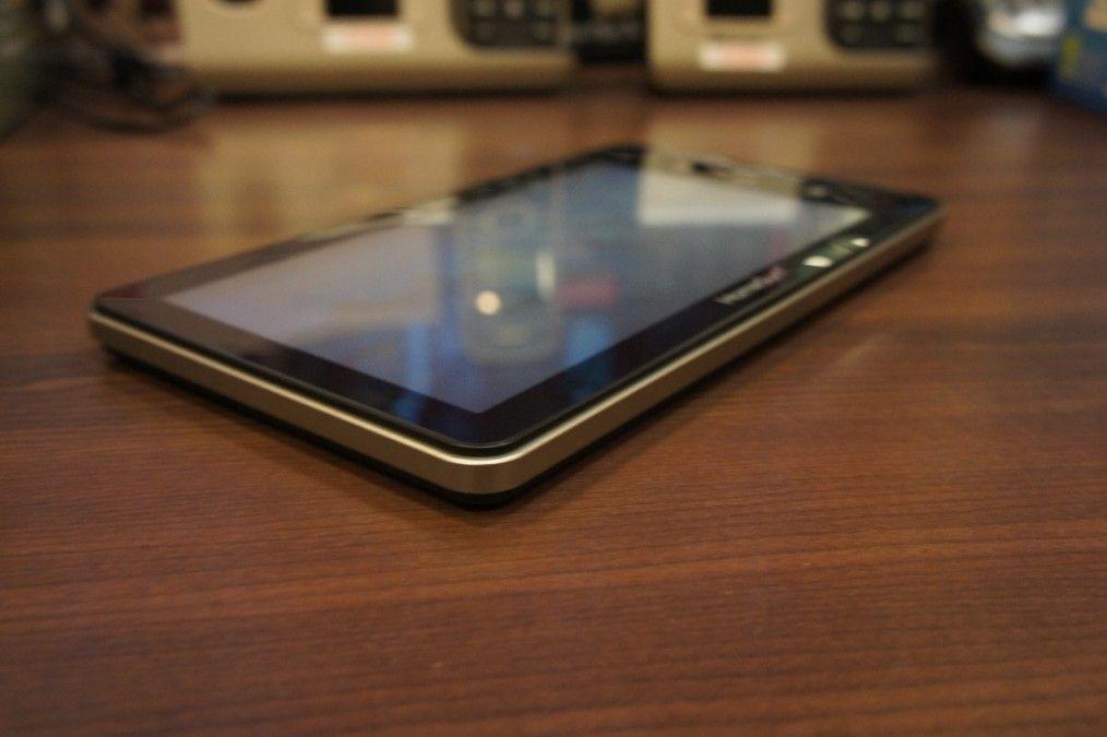 Гибрид планшетника и электронной книги Readme Mobile